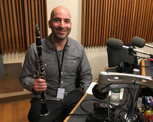 Photo of Clarinetist Amatai Vardi in the WPR Studios