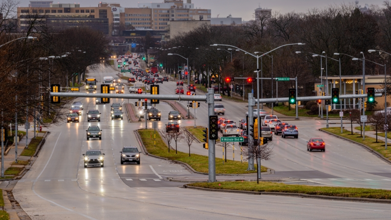 Traffic on University Ave. in Madison, Wis.