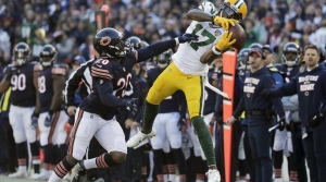 Green Bay Packers' Davante Adams makes a catch against Chicago Bears