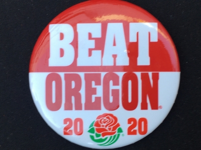 """Wisconsin fans are wearing """"Beat Oregon"""" buttons at Rose Bowl pep rally"""