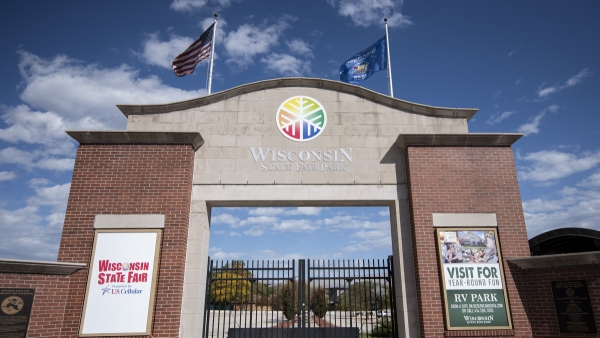the front gates of the Wisconsin State Fair