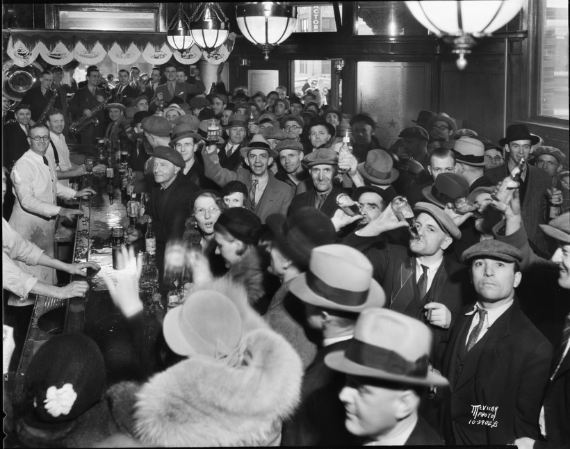crowd ofmen and women drinking celebrating the end of Prohibition