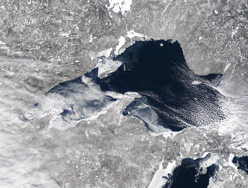 Ice cover on Lake Superior