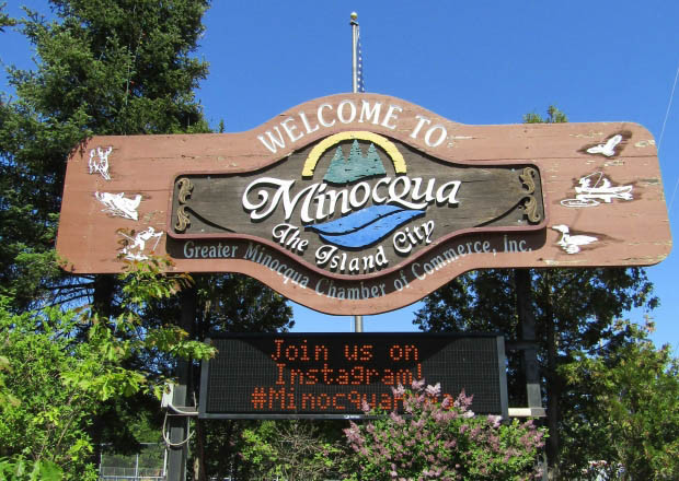 Welcome to Minocqua sign